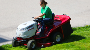 10 Best Riding Mowers For Hills